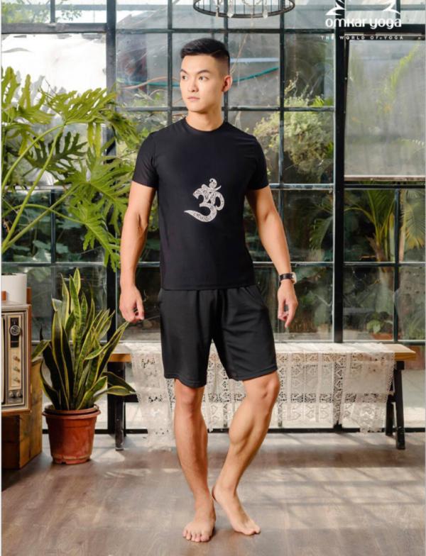 Áo Tập Yoga Nam Màu Đen Họa Tiết Chữ Om