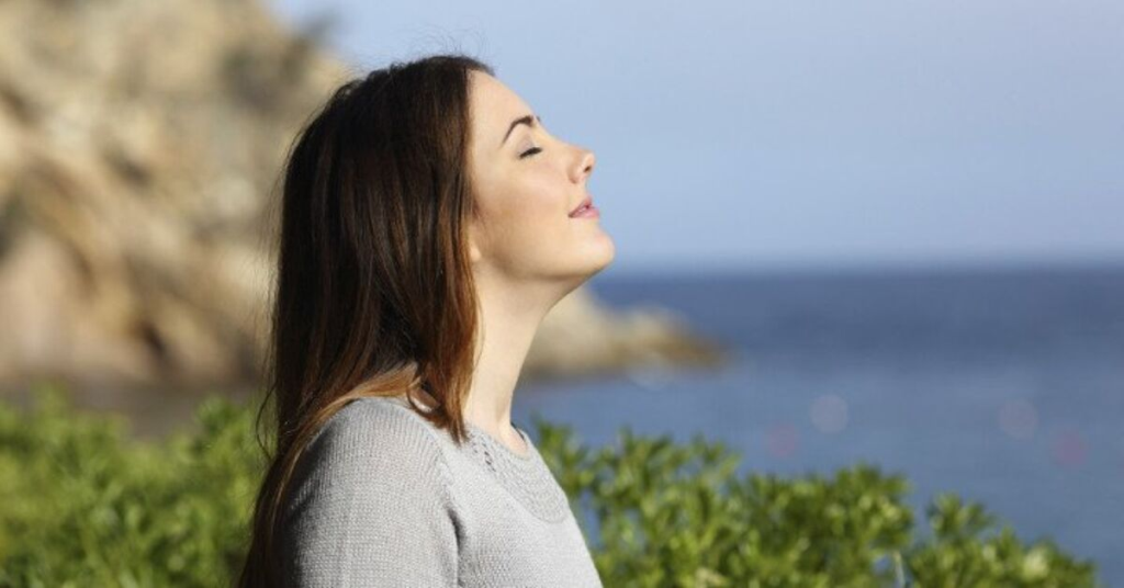 5 lợi ích khổng lồ cho sức khỏe từ việc thở đúng cách
